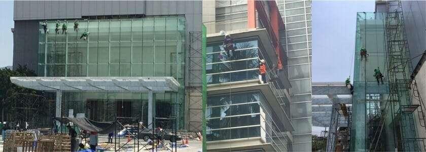 พนักงานเช็ดกระจกตึกสูง