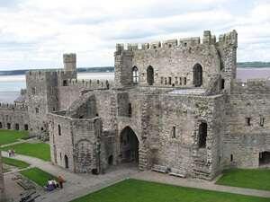 ปราสาทคายร์นาร์วอน (Caernarfon Castle)