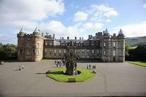 พระราชวังฮอลีรูด (Holyrood Palace)