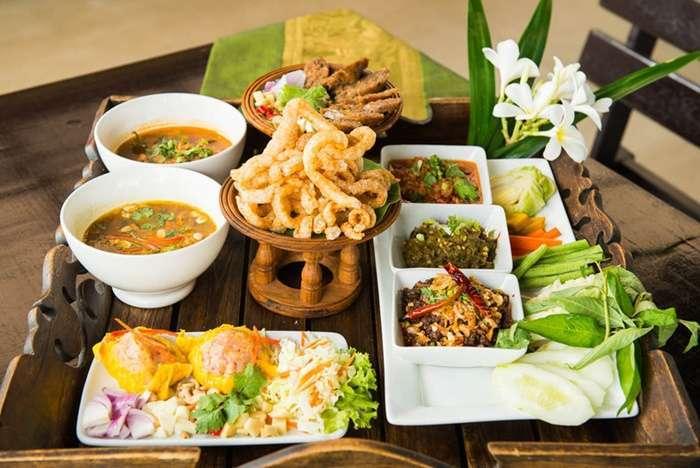 10 ร้านอาหารไทยที่ดีที่สุดในการทานอาหารท้องถิ่นในกรุงเทพ