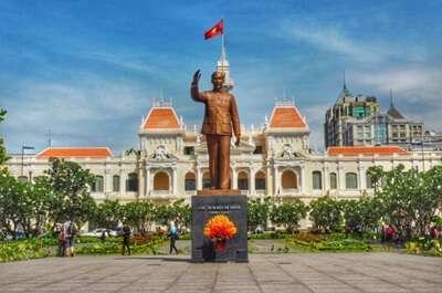 จัตุรัสโฮจิมินห์ (Tran Nguyen Hai Statue)