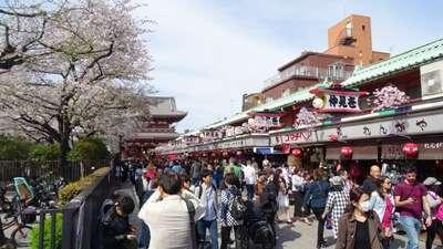 ถนนนากามิเซะ โดริ (Nakamise Dori)