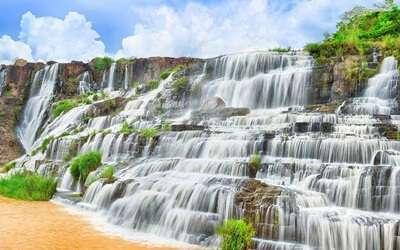 น้ำตกช้าง (Elephant Falls)