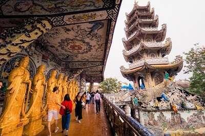 วัดลัมทรีนี (Lam Ty Ni Pagoda)