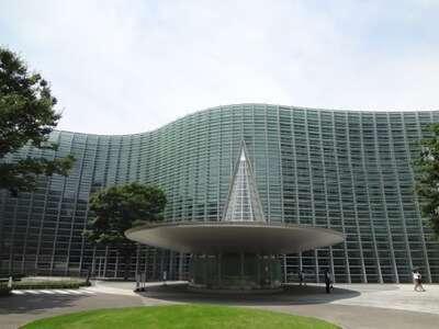 ศูนย์จัดแสดงงานศิลปะแห่งชาติ(The National Art Center Tokyo หรือ NACT)