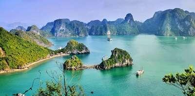อ่าวฮาลอง (Halong Bay)
