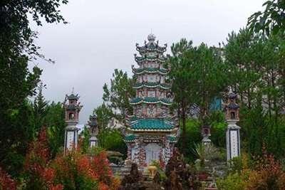 เจดีย์มังกร (Linh Phuoc Pagoda)