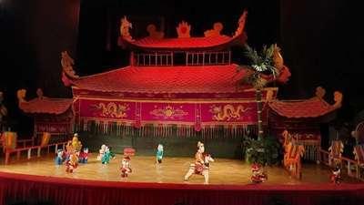 โรงละครหุ่นกระบอกน้ำมังกรทอง (The Golden Dragon Water Puppet)