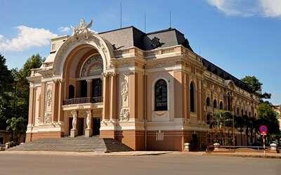 โรงละครโอเปร่า (Saigon Opera House)