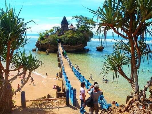 ชายหาด Balekambang