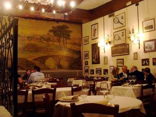 ชิมอาหารอร่อยที่Taverna dei Fori imperiali