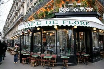 ทานครัวซองที่ Cafe de flore