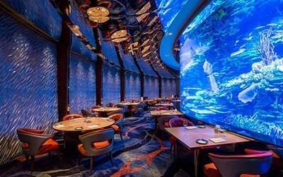 ทานอาหารที่ร้านอาหาร AL MAHARA โรงแรม BURJ AL ARAB, DUBAI