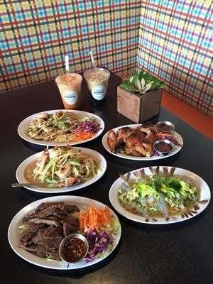 ทานอาหารไทยที่ Isaan Station Thai Street Food อีสานสเตชั่น