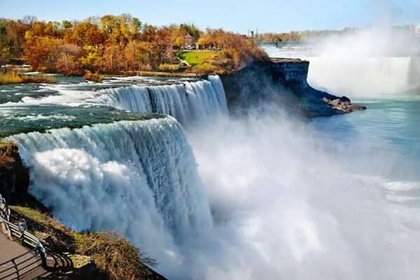 น้ำตกไนแองการา (Niagara Falls)