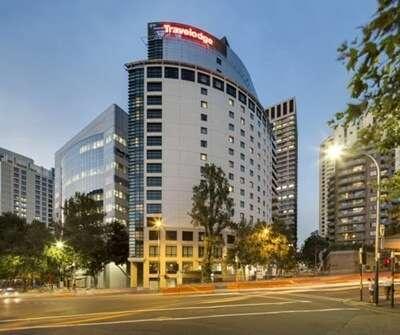 พักโรงแรม Travelodge Hotel Sydney