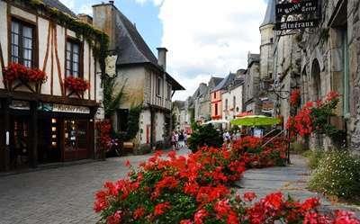 รอชฟอ ออง เต(Rochefort en Terre)