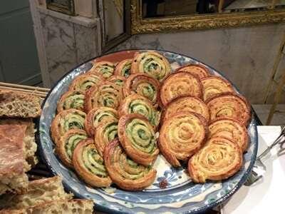 อิ่มอร่อยกับขนมปังแสนอร่อยที่ร้าน Du Pain et des Idées ( ดู แปง เอ เด ซิเด้)