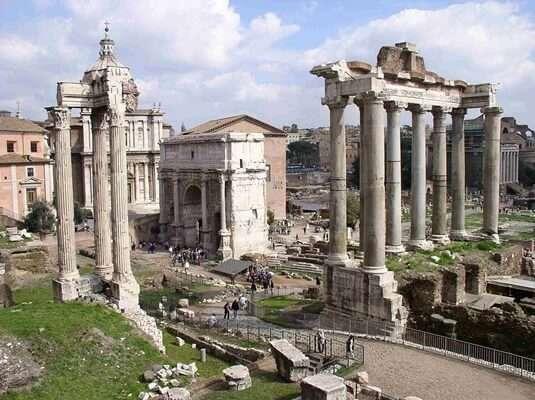 โรมัน ฟอรัม (Roman forum)