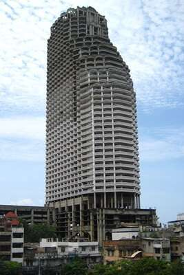 สัมผัสประสบการณ์หลอนบนตึกร้าง Sathorn Unique Ghost Tower
