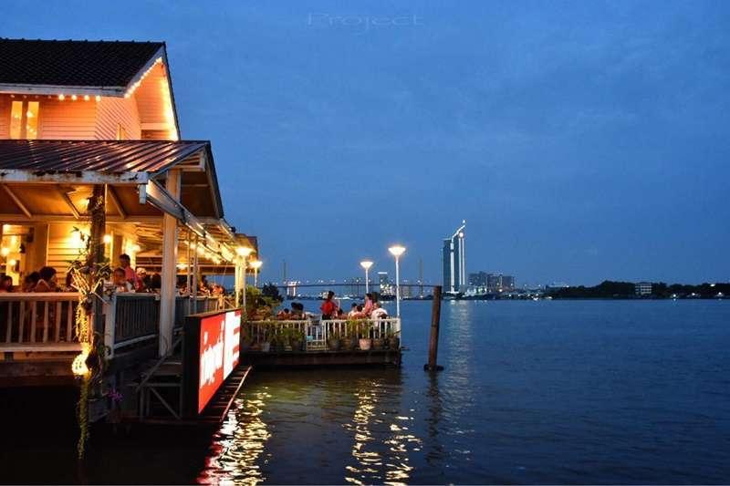 ร้านอาหารทะเลใดที่เป็นที่นิยมในกรุงเทพ