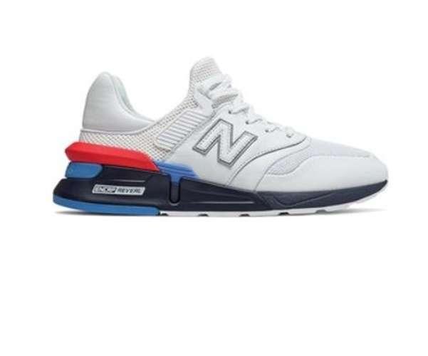 รองเท้าผ้าใบสีไหนดีที่สุด
